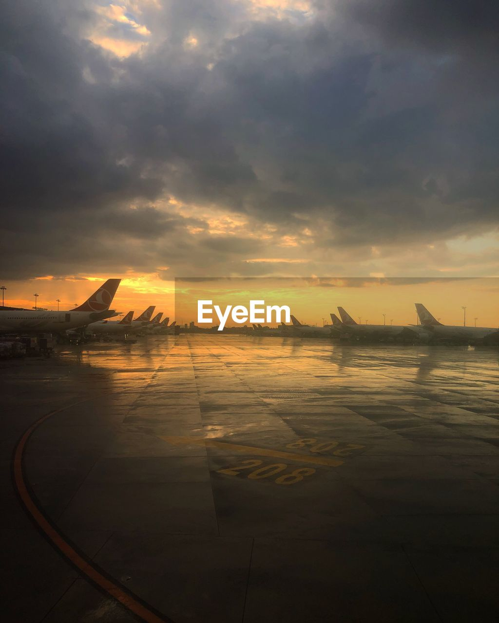 sky, cloud - sky, sunset, transportation, scenics - nature, beauty in nature, orange color, water, mode of transportation, air vehicle, nature, airplane, no people, tranquility, tranquil scene, travel, sunlight, sea, outdoors