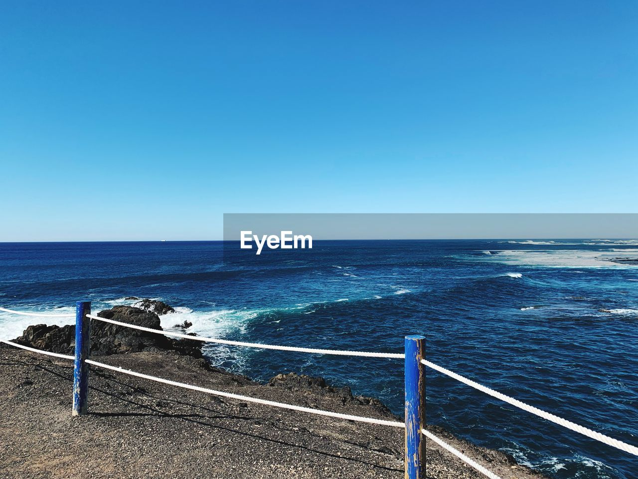 sea, water, sky, blue, horizon, horizon over water, clear sky, copy space, scenics - nature, beauty in nature, railing, tranquil scene, day, nature, tranquility, idyllic, no people, sunlight, non-urban scene