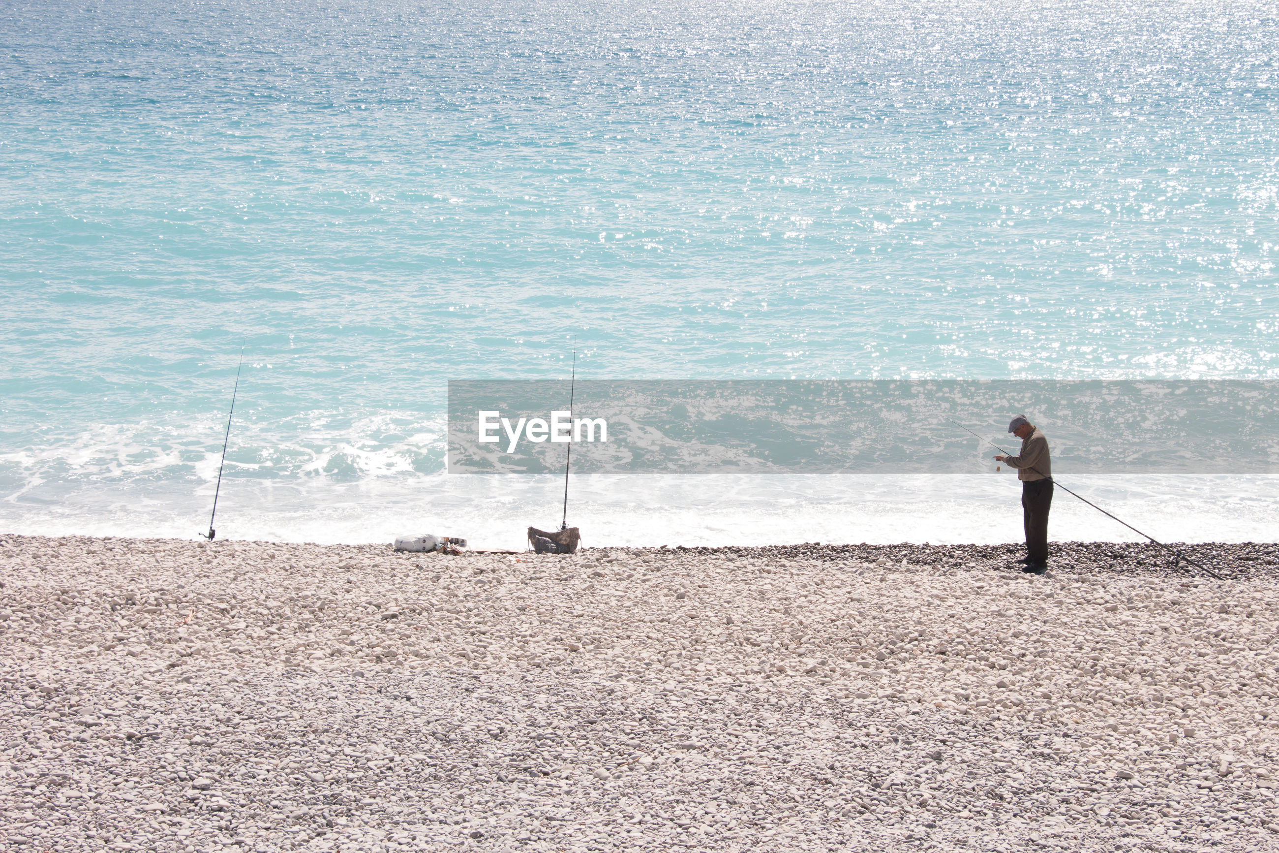 REAR VIEW OF MAN ON BEACH
