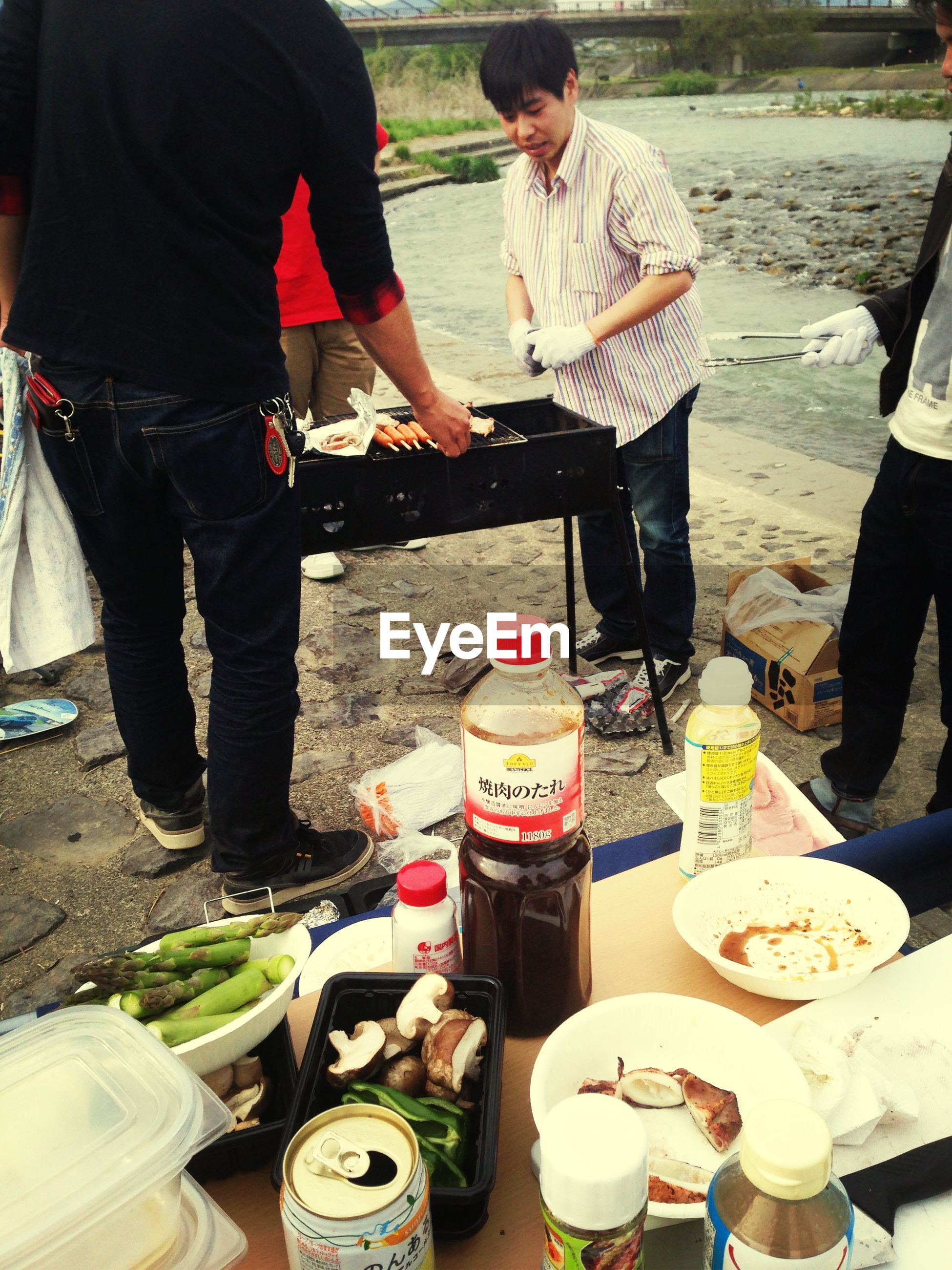 lifestyles, leisure activity, men, casual clothing, sitting, food and drink, drink, holding, person, standing, boys, day, table, incidental people, outdoors, childhood, working