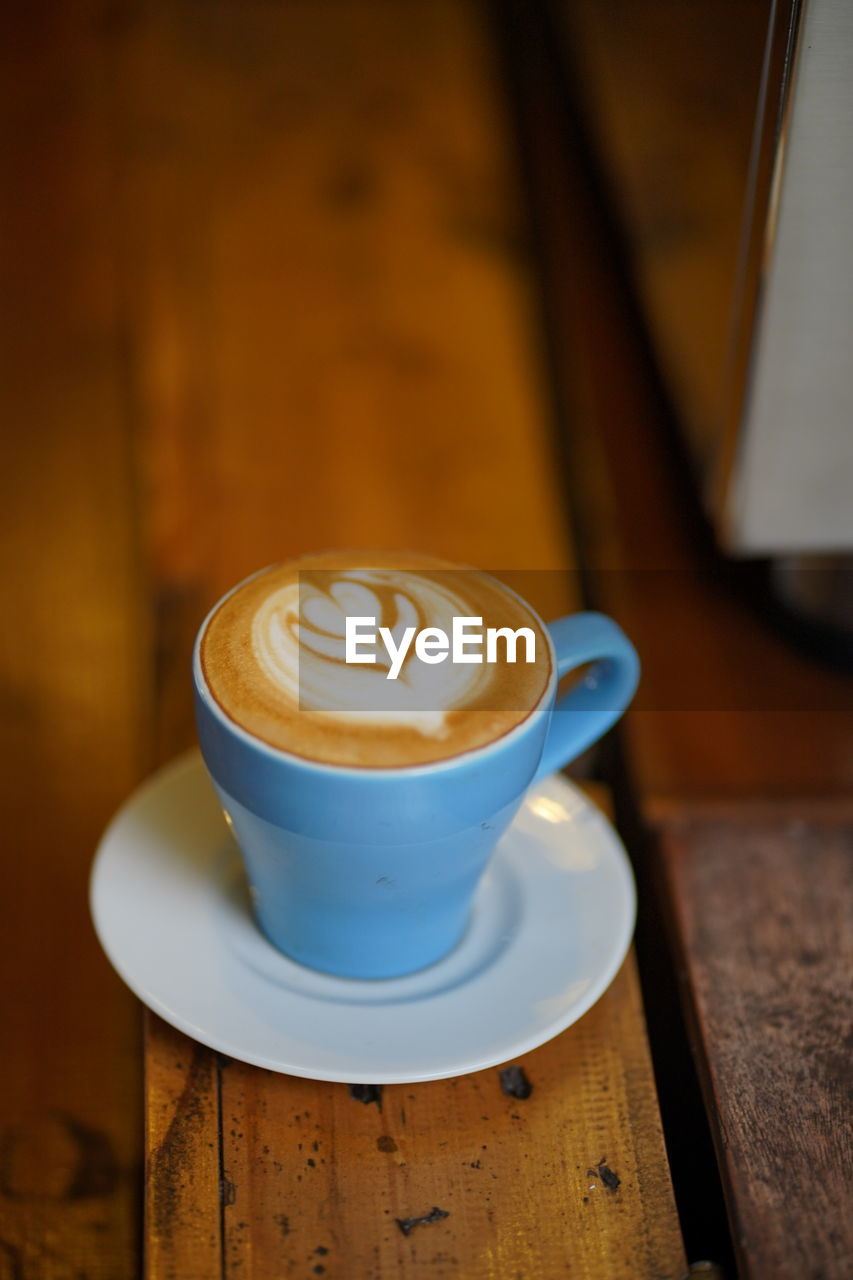 coffee, coffee - drink, drink, coffee cup, refreshment, mug, cup, still life, food and drink, frothy drink, table, wood - material, hot drink, saucer, cappuccino, crockery, froth art, indoors, no people, freshness, latte, non-alcoholic beverage, froth, caffeine