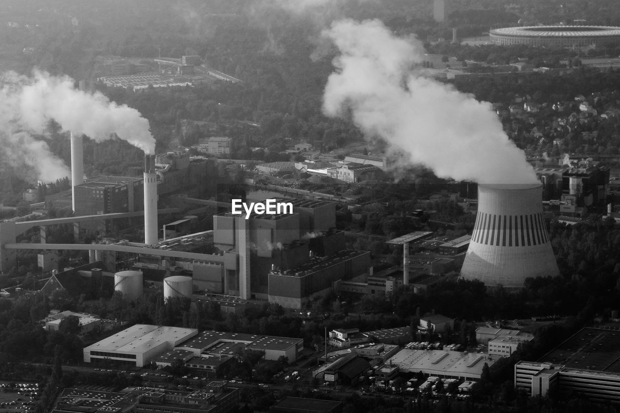 smoke - physical structure, pollution, air pollution, emitting, industry, smoke stack, factory, architecture, built structure, no people, environmental issues, building exterior, outdoors, chimney, power station, day, fumes, steam train, global warming