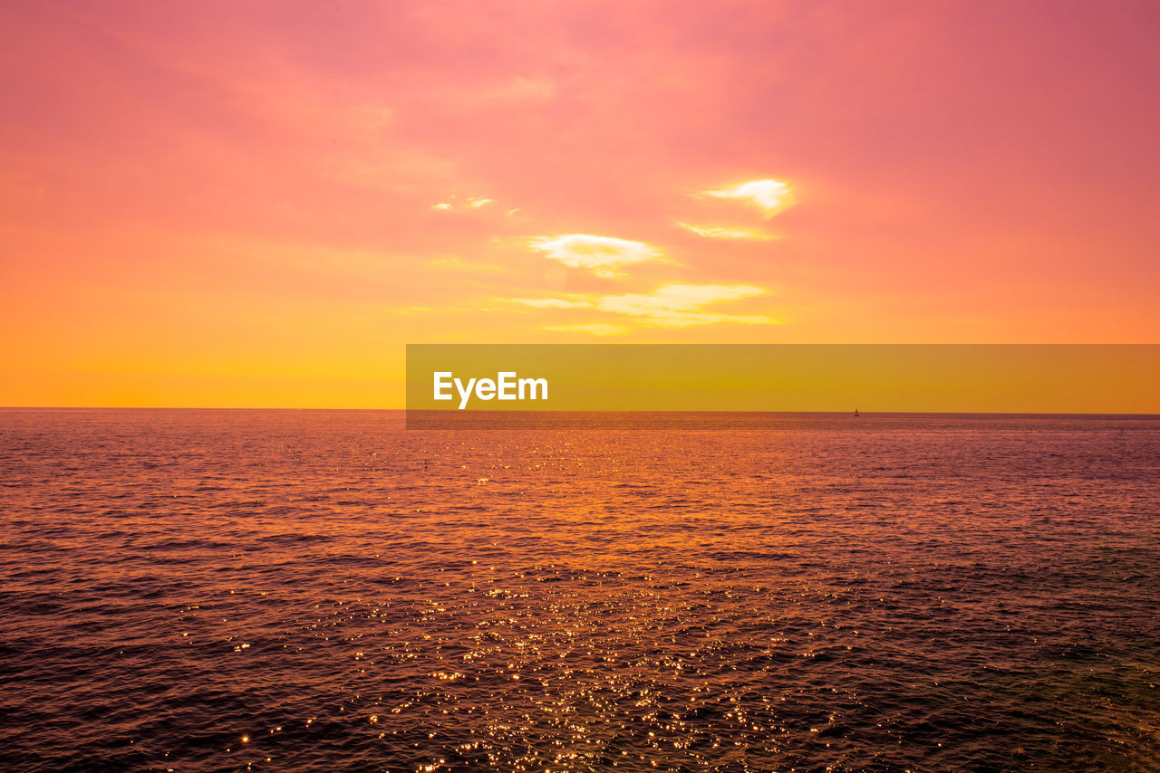 sea, sky, water, sunset, horizon over water, horizon, scenics - nature, beauty in nature, tranquility, orange color, tranquil scene, waterfront, nature, no people, idyllic, cloud - sky, yellow, rippled, sun, outdoors