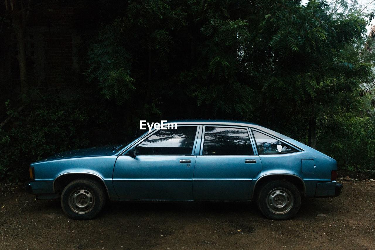 VINTAGE CAR ON LAND