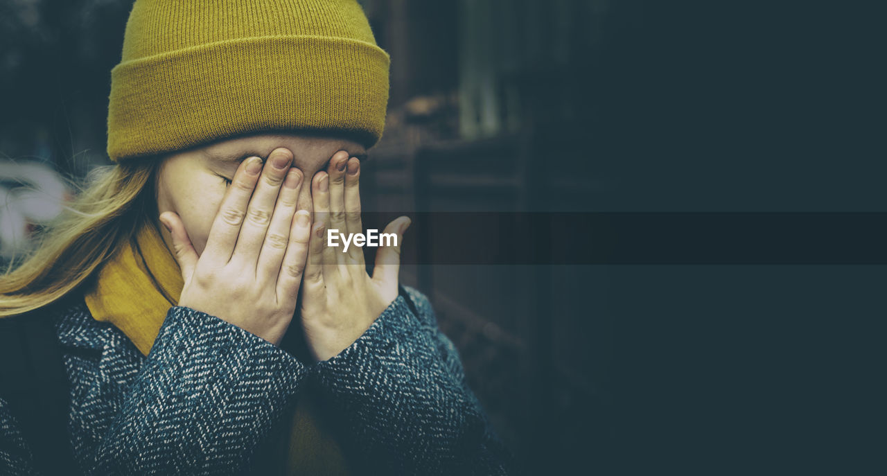 real people, hand, lifestyles, one person, clothing, human hand, women, human body part, unrecognizable person, focus on foreground, adult, leisure activity, warm clothing, close-up, men, indoors, body part, midsection, winter, obscured face, finger