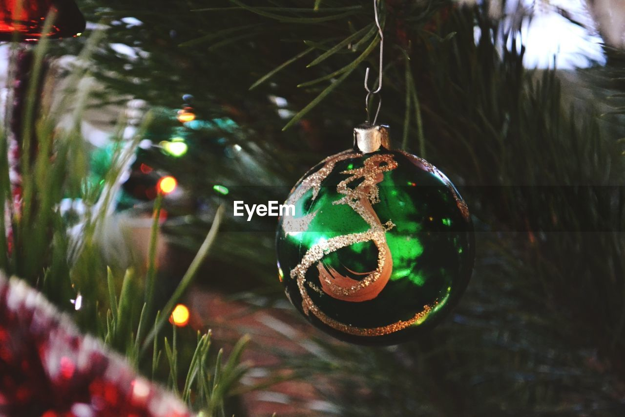 christmas, christmas decoration, celebration, holiday, christmas ornament, decoration, christmas tree, hanging, tree, holiday - event, close-up, sphere, illuminated, focus on foreground, no people, trip, ball, celebration event, religion