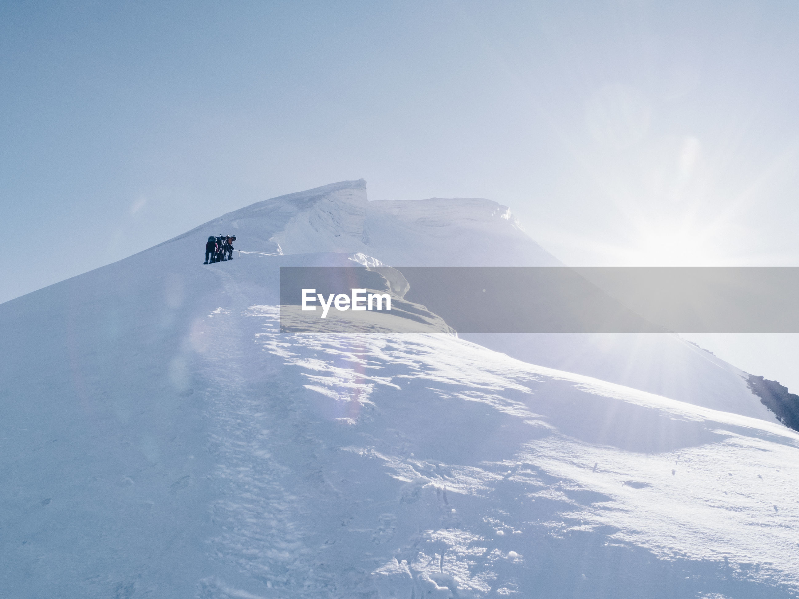 AERIAL VIEW OF MOUNTAIN LANDSCAPE IN WINTER