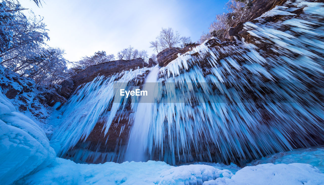 cold temperature, snow, winter, beauty in nature, tree, plant, frozen, scenics - nature, nature, tranquility, environment, white color, covering, tranquil scene, day, sky, land, ice, no people, icicle, outdoors, pine tree, extreme weather, snowcapped mountain, coniferous tree