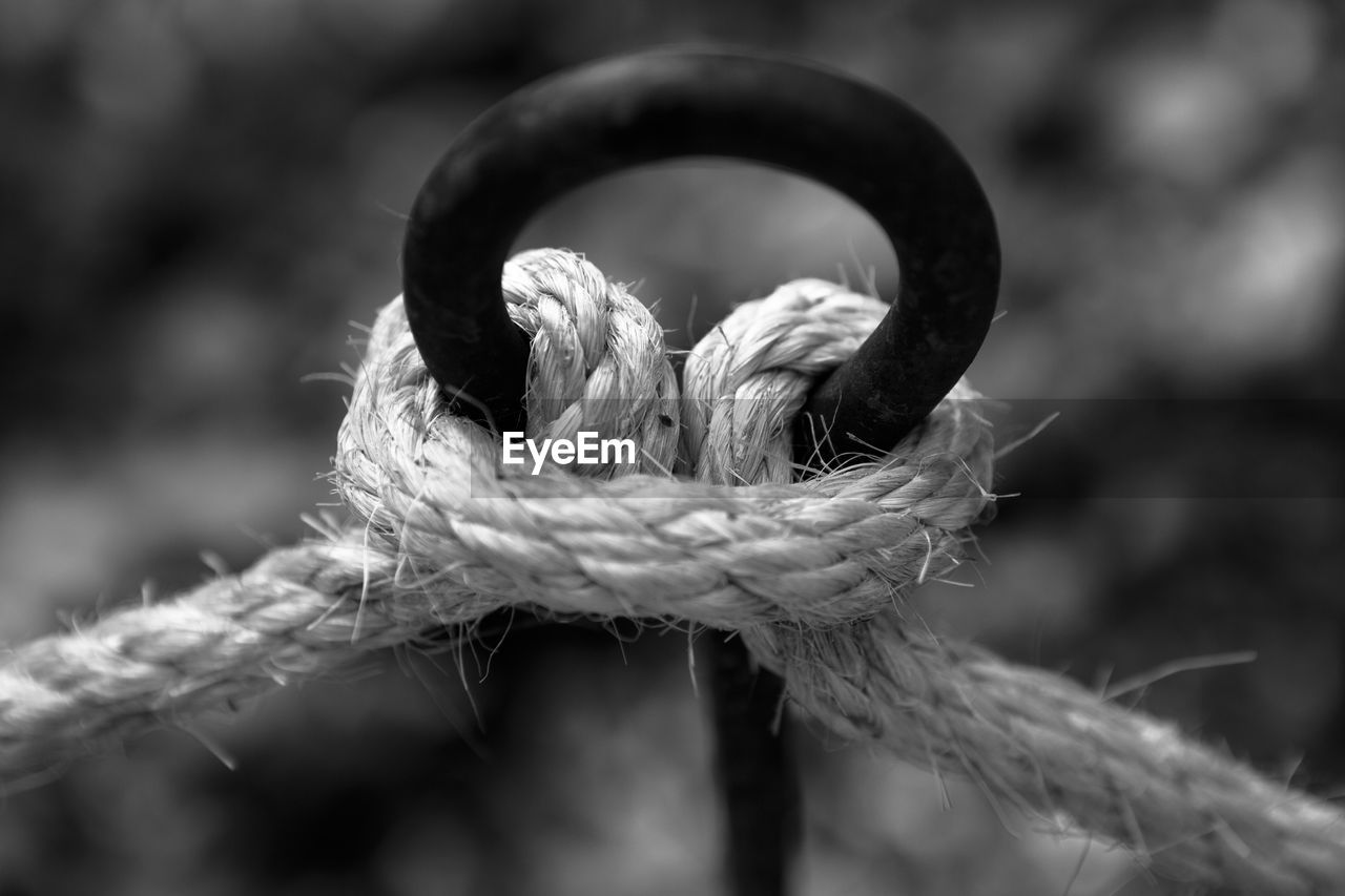 CLOSE-UP OF ROPE TIED UP OF METAL CHAIN