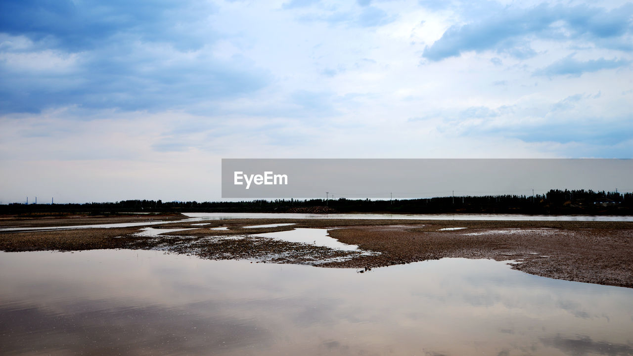 tranquility, water, sky, tranquil scene, nature, cloud - sky, scenics, outdoors, reflection, salt - mineral, beauty in nature, salt basin, day, salt flat, no people, field, landscape, rural scene, agriculture, lake