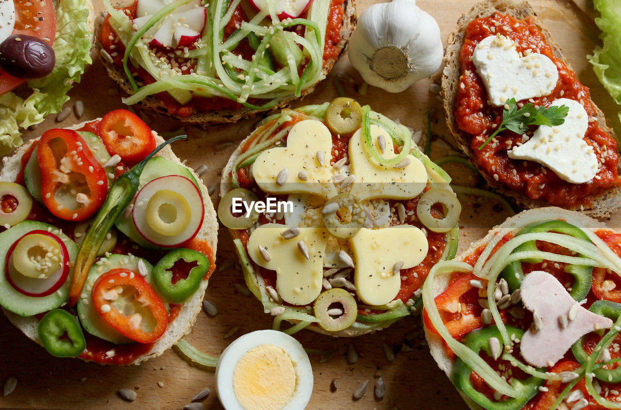 food and drink, food, freshness, vegetable, healthy eating, ready-to-eat, wellbeing, still life, indoors, fruit, tomato, close-up, high angle view, no people, slice, directly above, onion, serving size, plate, meal, pizza, garnish, snack, temptation, vegetarian food, chopped