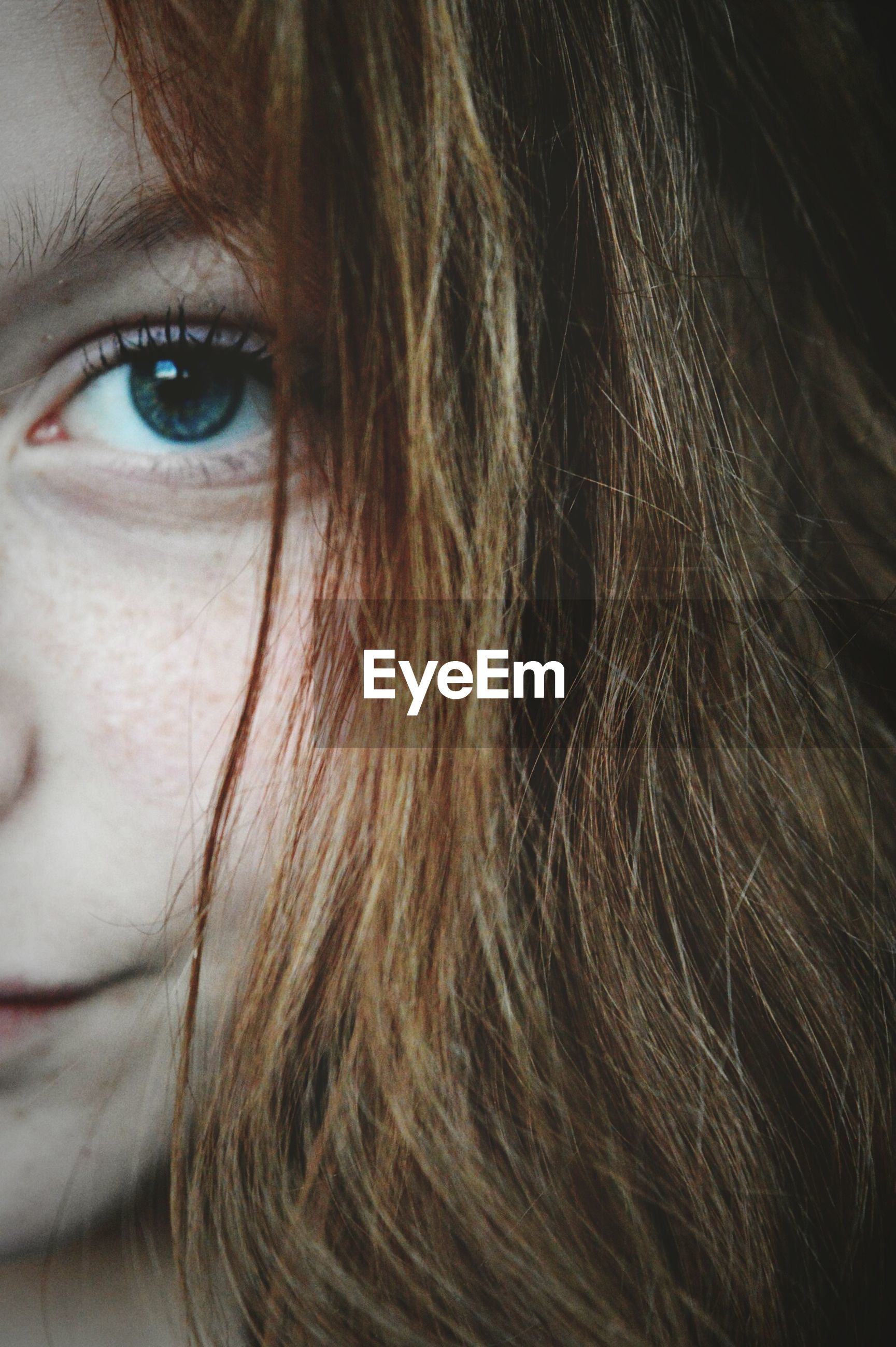 looking at camera, close-up, portrait, long hair, human hair, headshot, human face, one person, real people, women, human eye, indoors, human body part, day, adult