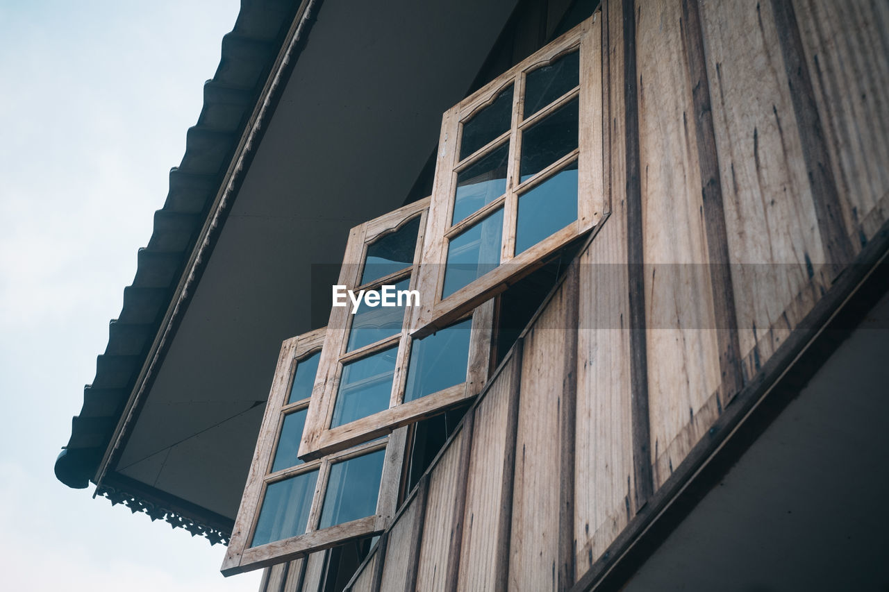architecture, low angle view, building exterior, built structure, window, day, no people, outdoors, sky