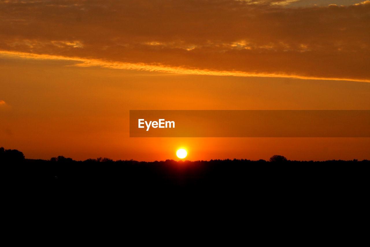 sunset, sky, beauty in nature, orange color, scenics - nature, tranquility, tranquil scene, silhouette, idyllic, sun, environment, landscape, cloud - sky, nature, non-urban scene, sunlight, no people, outdoors, awe, dramatic sky, romantic sky