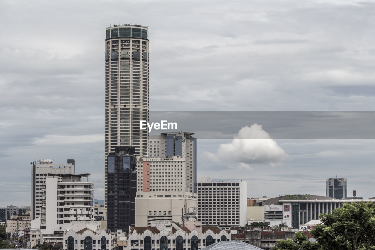 architecture, building exterior, built structure, skyscraper, city, sky, cloud - sky, modern, tower, day, downtown district, outdoors, no people, tall, cityscape