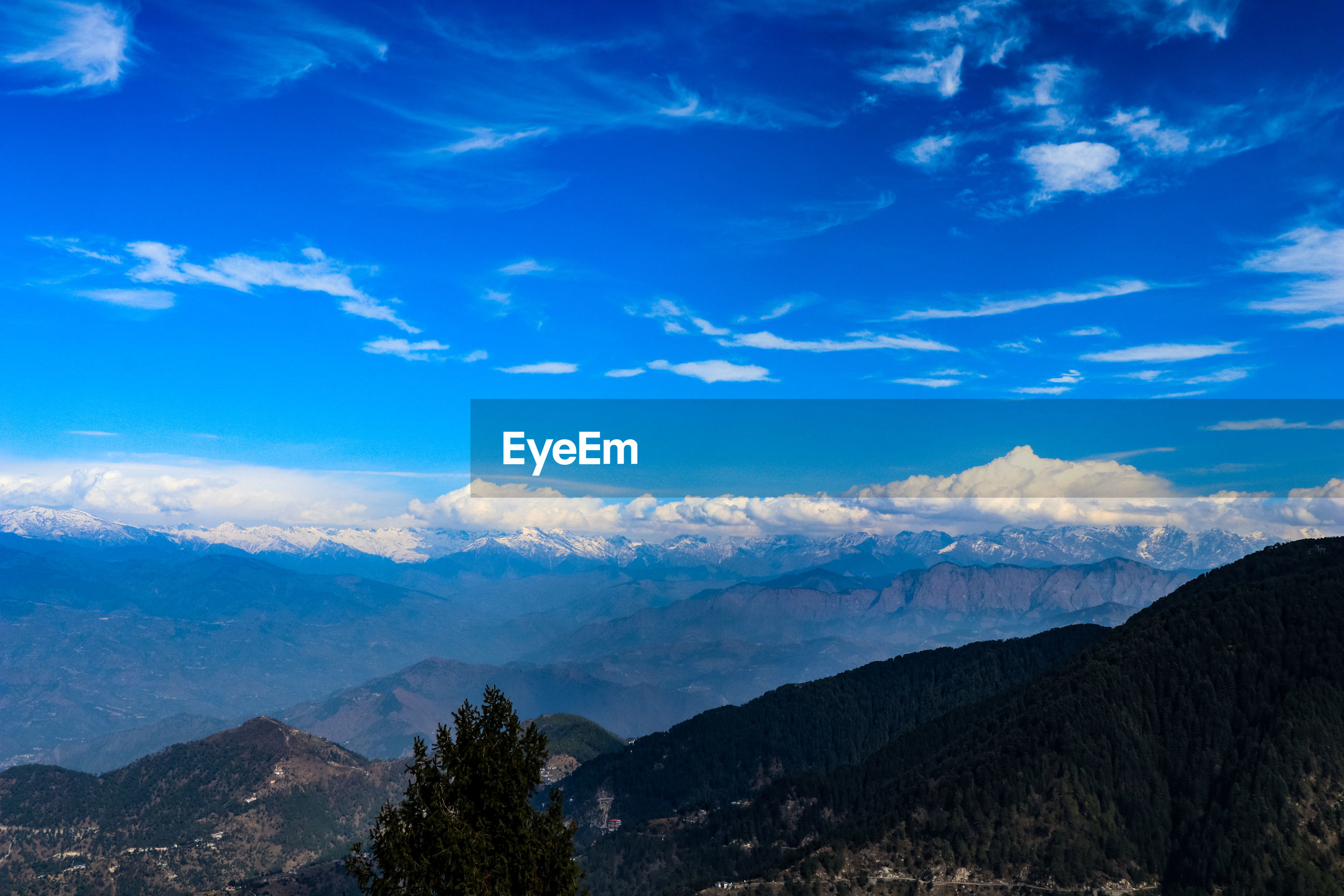 SCENIC VIEW OF MOUNTAIN RANGE AGAINST SKY