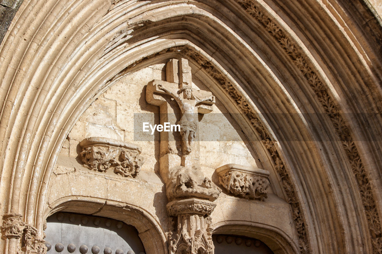 architecture, religion, place of worship, built structure, arch, the past, craft, art and craft, low angle view, history, belief, building, human representation, representation, no people, spirituality, building exterior, carving - craft product, ornate, bas relief, carving, architectural column, ceiling