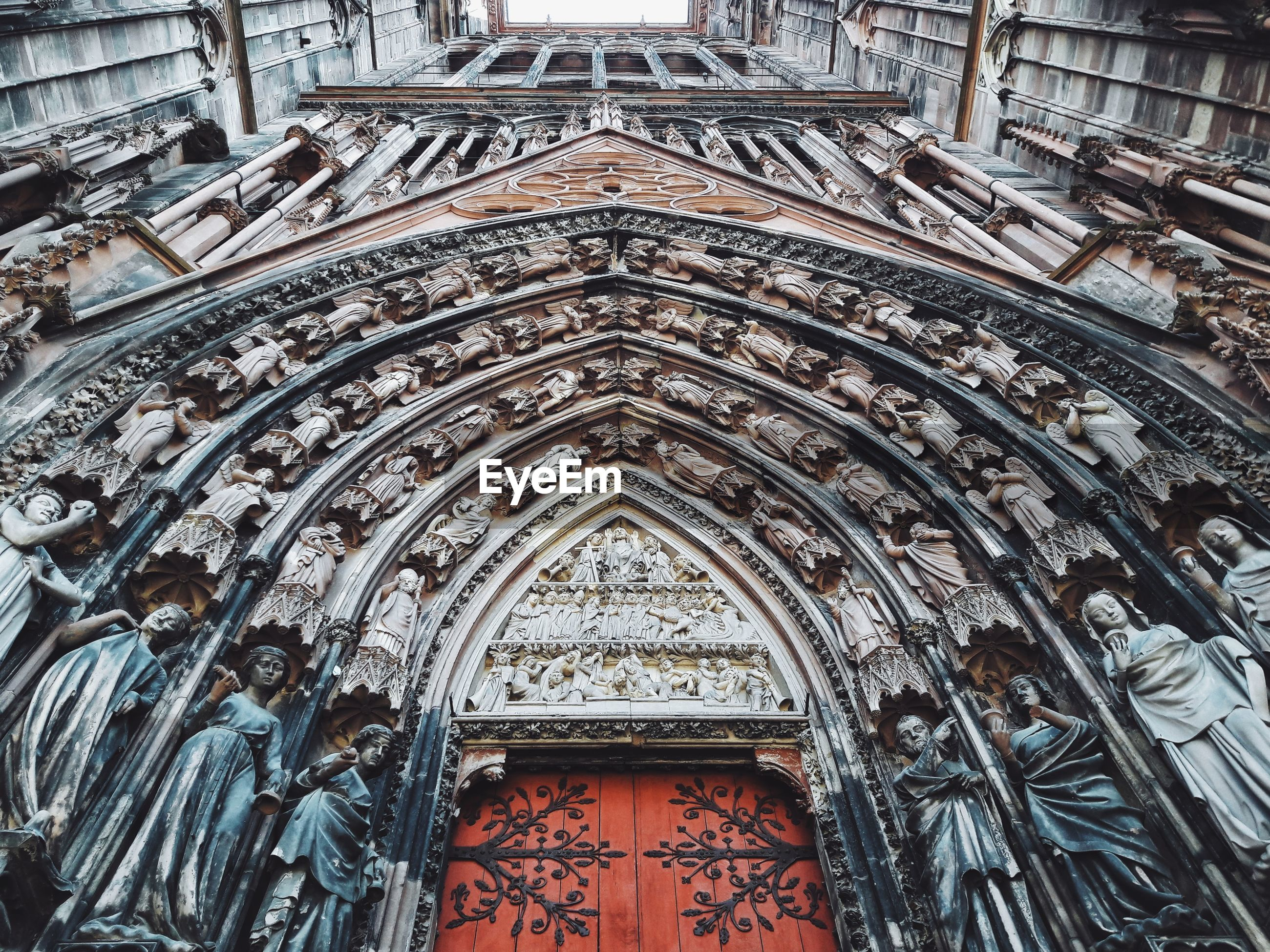architecture, built structure, building exterior, religion, place of worship, low angle view, belief, spirituality, arch, building, no people, day, travel destinations, the past, history, art and craft, ornate, ceiling, architectural column, carving, gothic style, architecture and art
