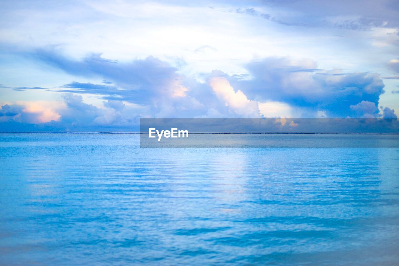 sea, scenics, horizon over water, beauty in nature, sky, water, cloud - sky, tranquil scene, nature, tranquility, idyllic, no people, outdoors, waterfront, blue, day