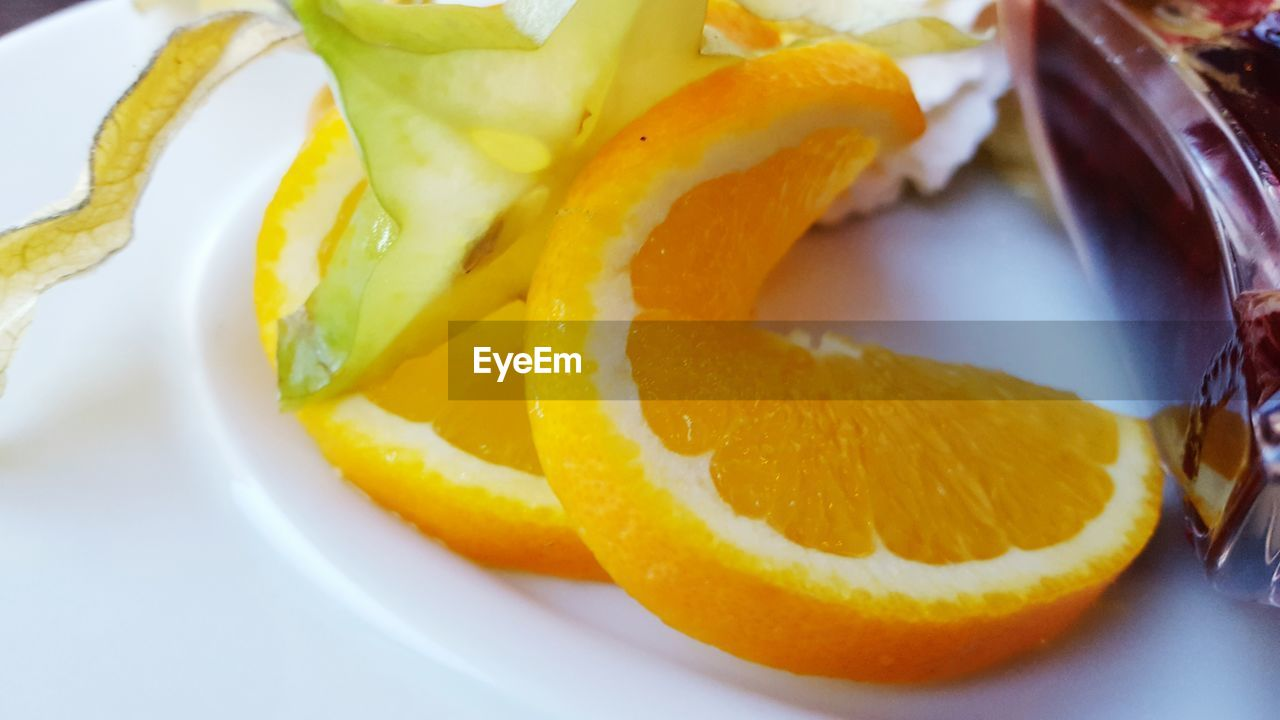 fruit, food and drink, food, slice, freshness, healthy eating, citrus fruit, close-up, plate, no people, cross section, lime, yellow, indoors, ready-to-eat, day
