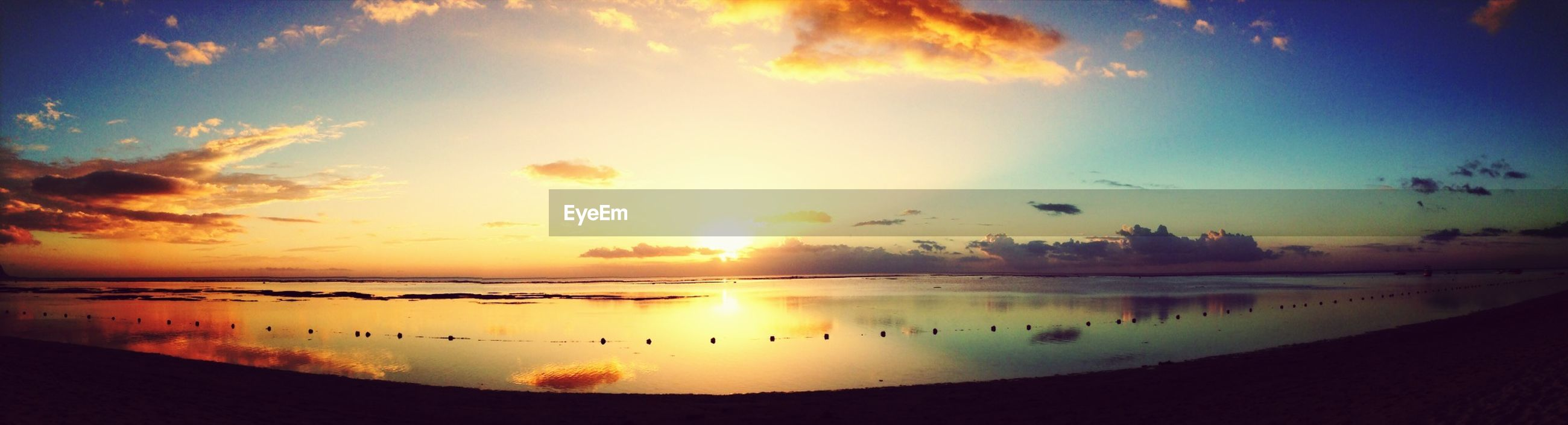sunset, water, sky, reflection, sun, scenics, tranquil scene, beauty in nature, tranquility, cloud - sky, orange color, silhouette, bird, sea, idyllic, nature, lake, cloud, beach, sunlight