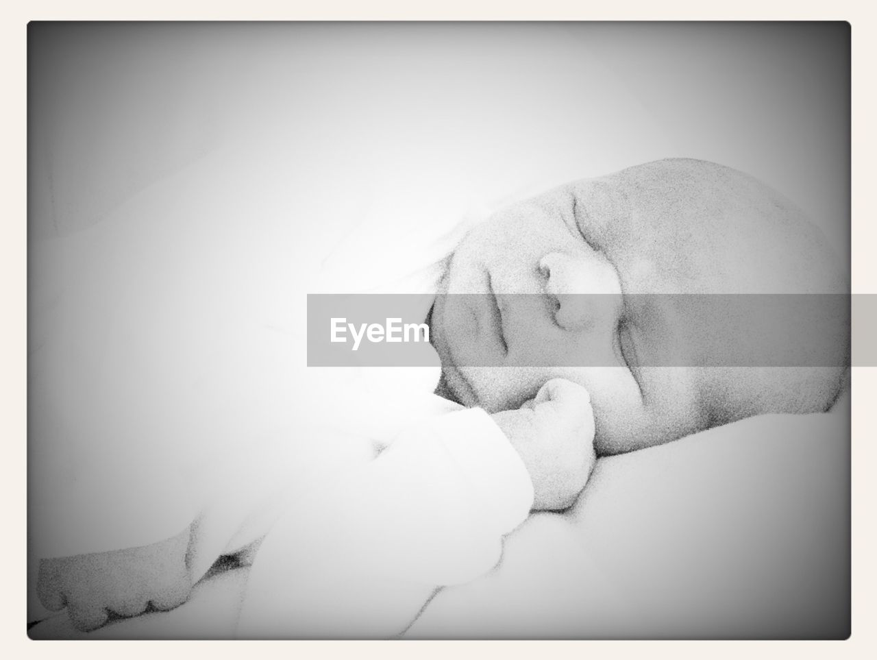 sleeping, eyes closed, real people, relaxation, one person, men, leisure activity, indoors, bed, lying down, white background, close-up, day, people