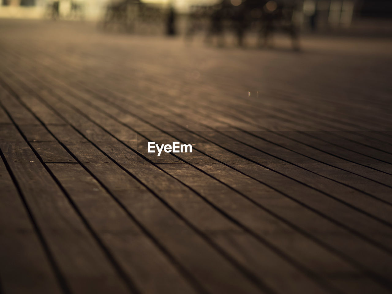 wood - material, pattern, selective focus, close-up, footpath, wood, no people, day, brown, outdoors, surface level, focus on foreground, textured, flooring, nature, floorboard, high angle view, diminishing perspective, plank, wood grain