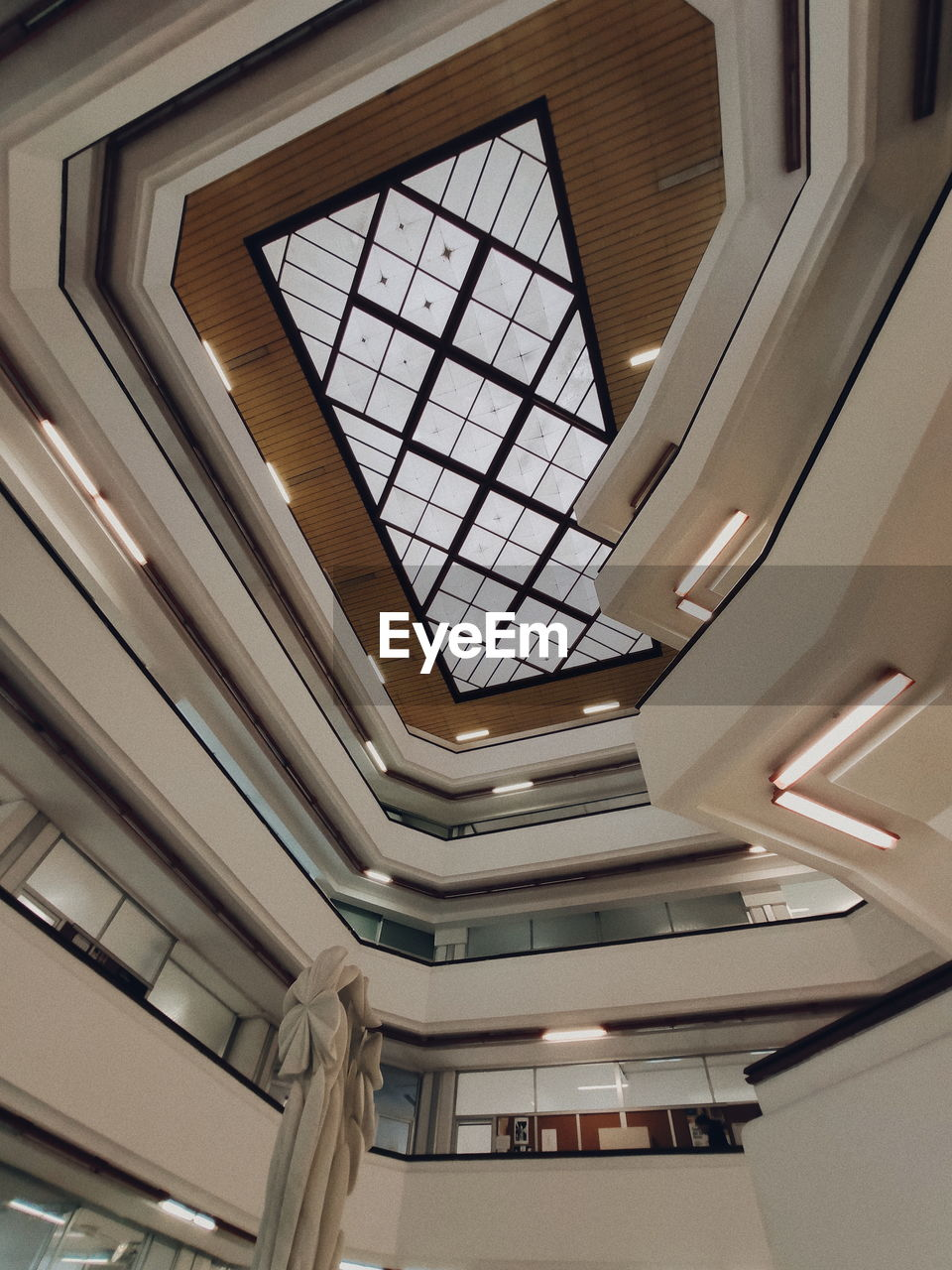 LOW ANGLE VIEW OF SKYLIGHT IN MODERN BUILDING