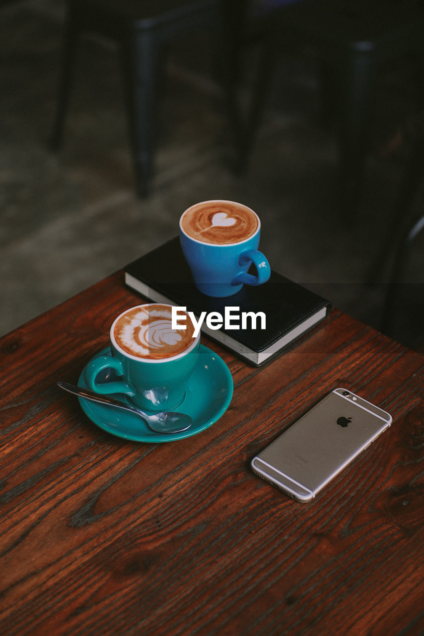 HIGH ANGLE VIEW OF COFFEE CUP ON TABLE AT HOME