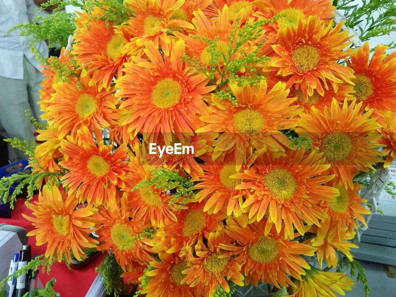 flower, flowering plant, plant, vulnerability, freshness, fragility, flower head, inflorescence, petal, beauty in nature, close-up, orange color, nature, day, growth, yellow, multi colored, for sale, daisy, no people, outdoors, flower arrangement, pollen, flower market, bunch of flowers, bouquet