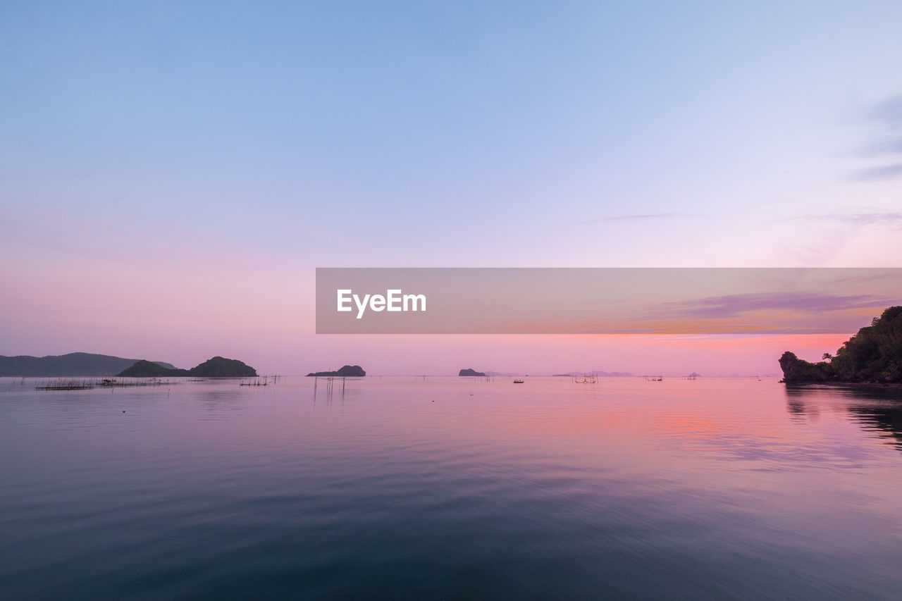 sky, water, sunset, scenics - nature, beauty in nature, tranquil scene, waterfront, tranquility, sea, no people, idyllic, reflection, nature, orange color, non-urban scene, copy space, outdoors, silhouette