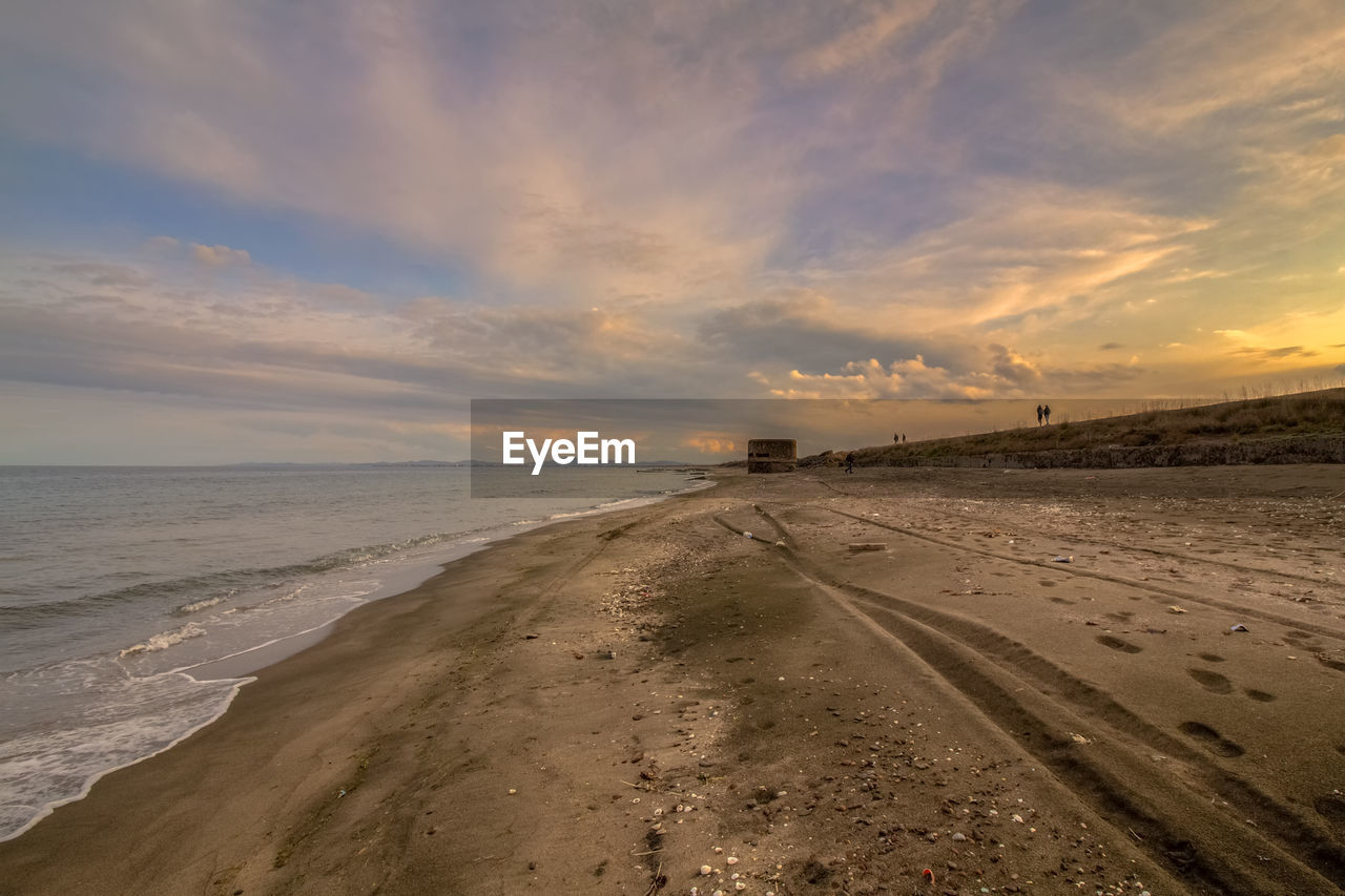 sky, land, cloud - sky, sea, scenics - nature, water, horizon, sunset, horizon over water, beauty in nature, beach, tranquil scene, sand, tranquility, nature, no people, non-urban scene, direction, outdoors