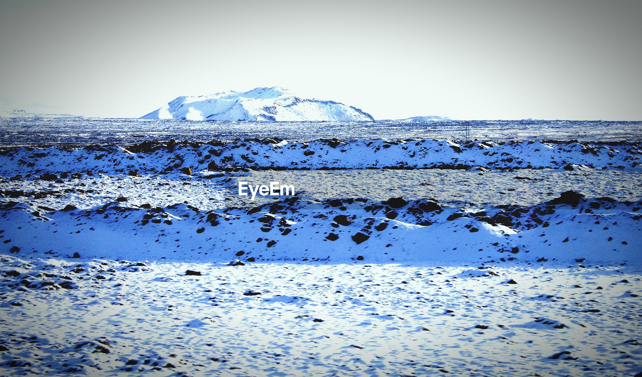 SCENIC VIEW OF SNOW ON MOUNTAIN AGAINST CLEAR SKY