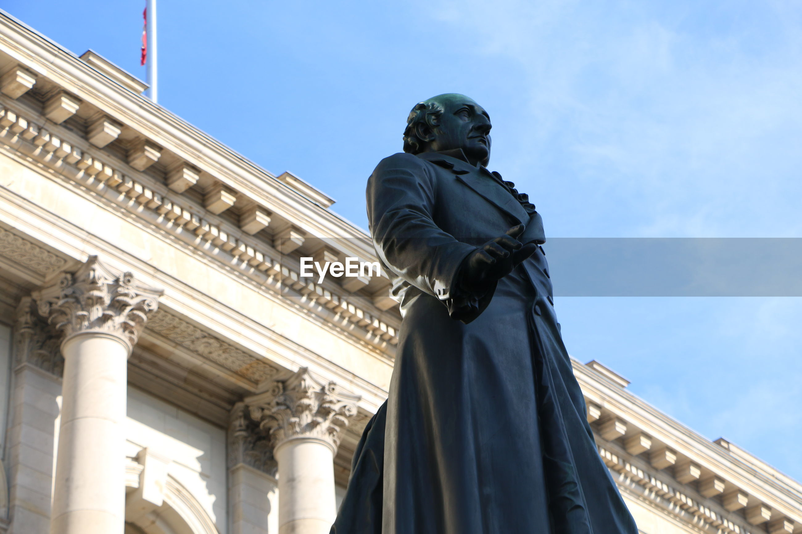 LOW ANGLE VIEW OF STATUE IN CITY