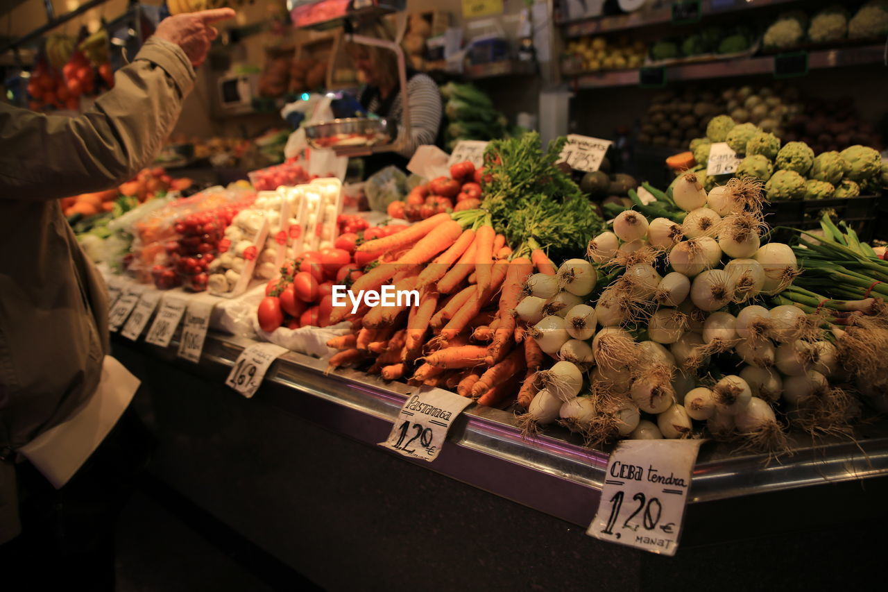 market, food, retail, food and drink, market stall, for sale, vegetable, freshness, choice, variation, healthy eating, wellbeing, price tag, large group of objects, business, root vegetable, abundance, carrot, retail display, small business