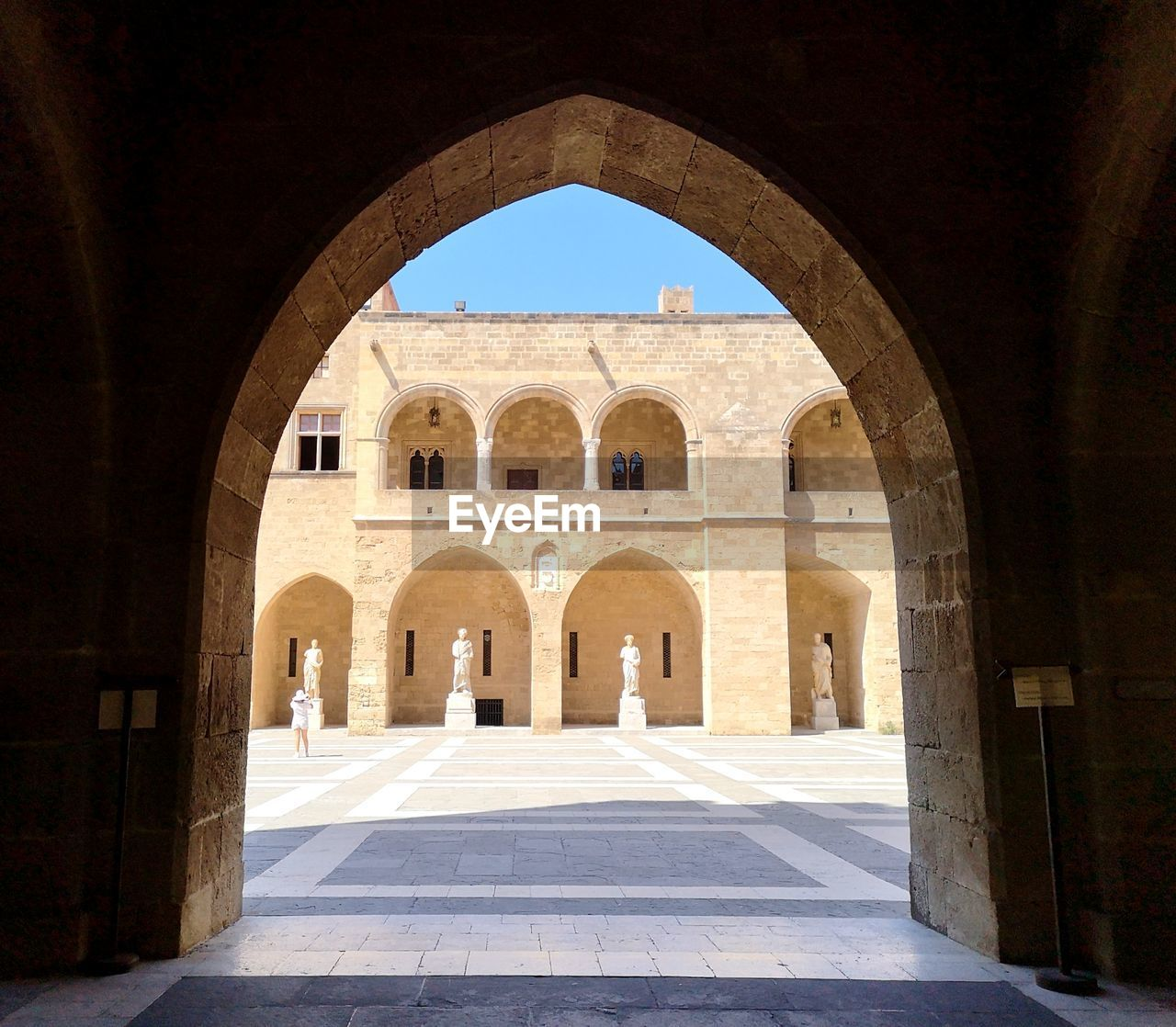 arch, architecture, built structure, history, the past, sunlight, arcade, day, building, building exterior, ancient, nature, shadow, no people, courtyard, architectural column, the way forward, travel destinations, tourism, direction, outdoors, arched, ancient civilization, building feature