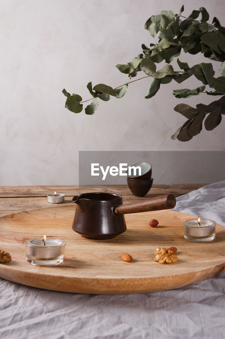 COFFEE BEANS ON TABLE IN KITCHEN