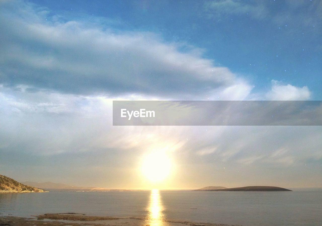 sky, cloud - sky, beauty in nature, scenics - nature, tranquility, water, tranquil scene, sea, sunset, sun, sunlight, no people, nature, idyllic, sunbeam, land, outdoors, lens flare, horizon, horizon over water