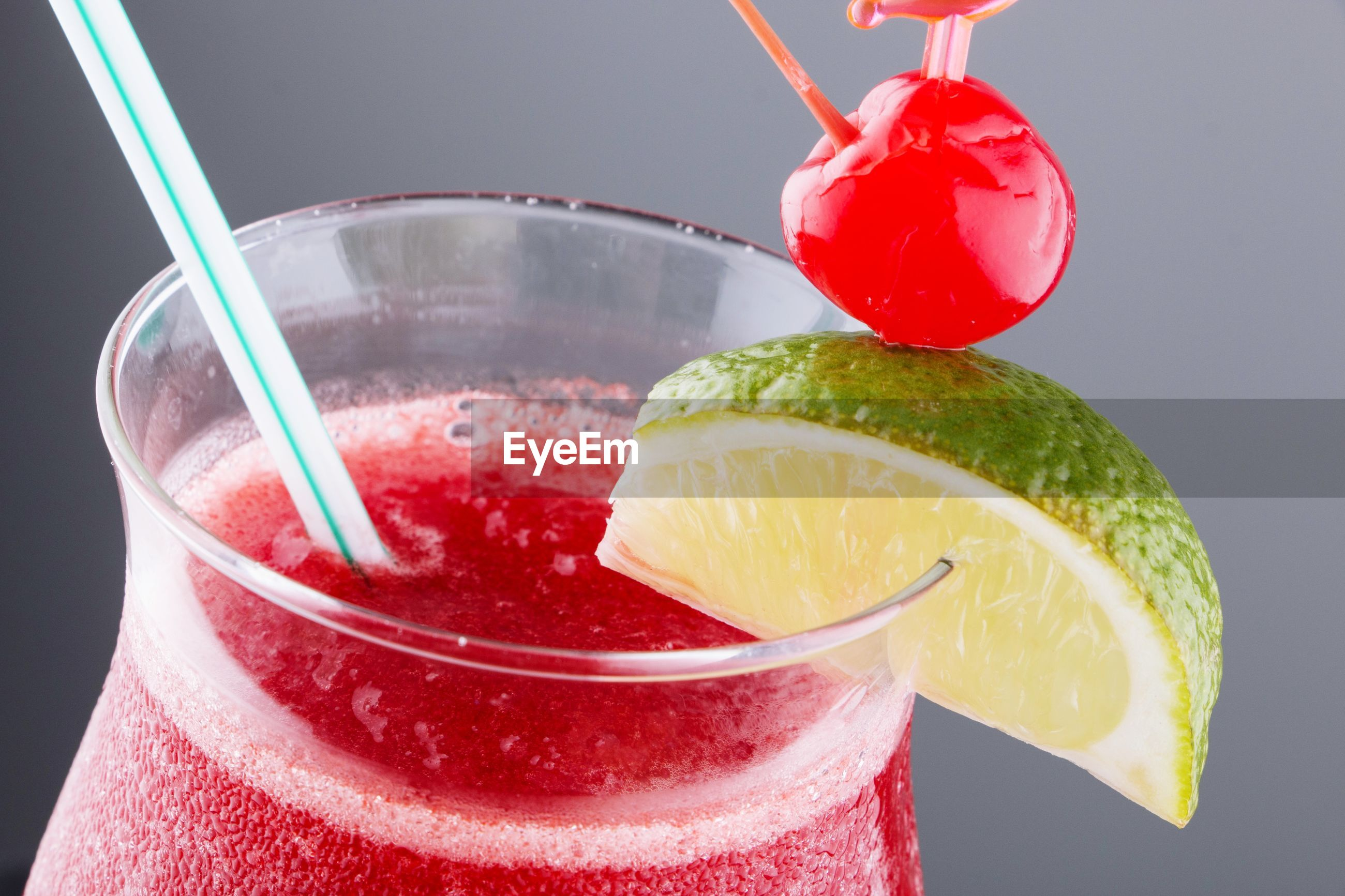 CLOSE-UP OF GLASS OF JUICE WITH DRINK