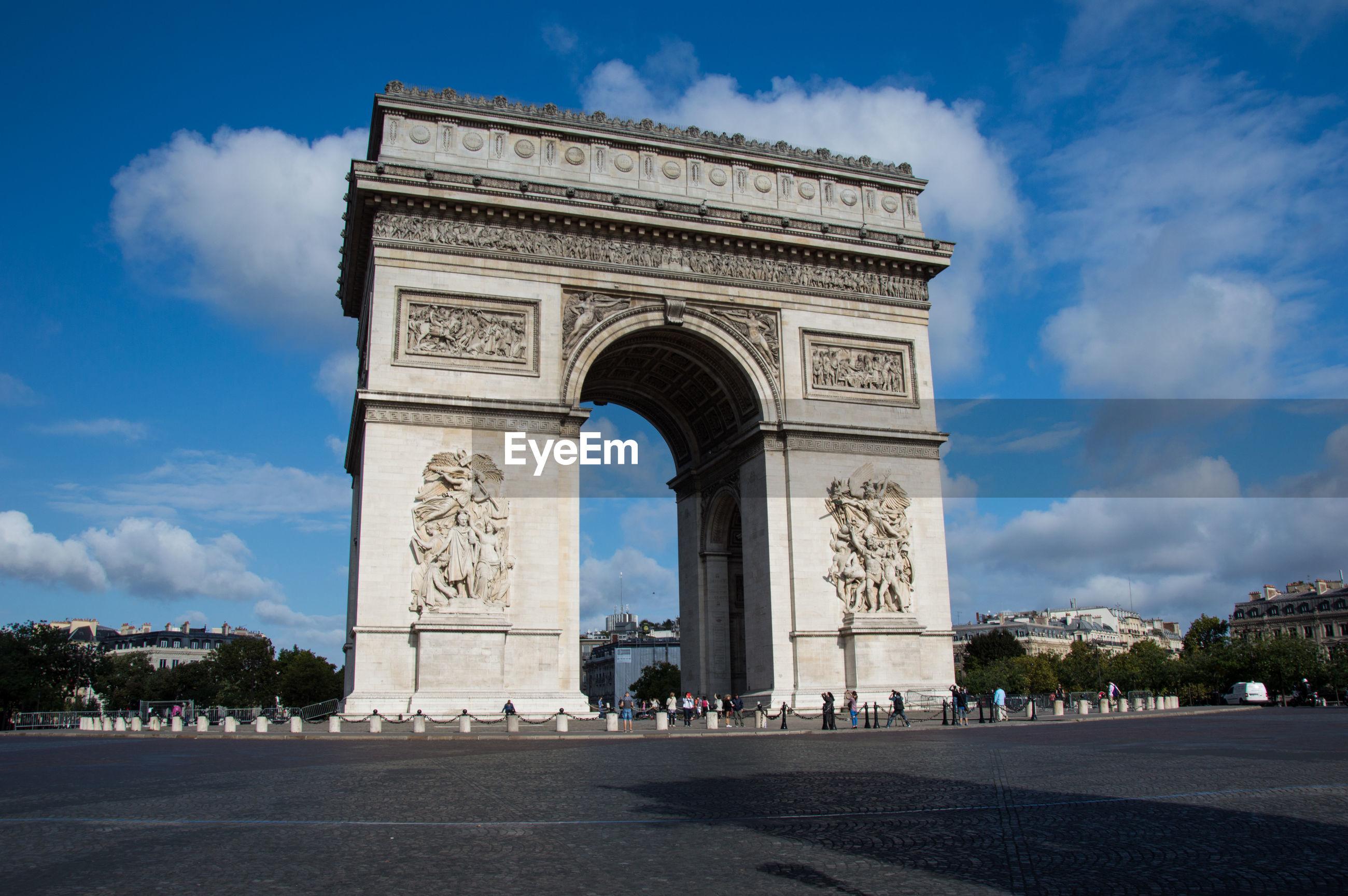 View of arc de triomphe against cloudy sky