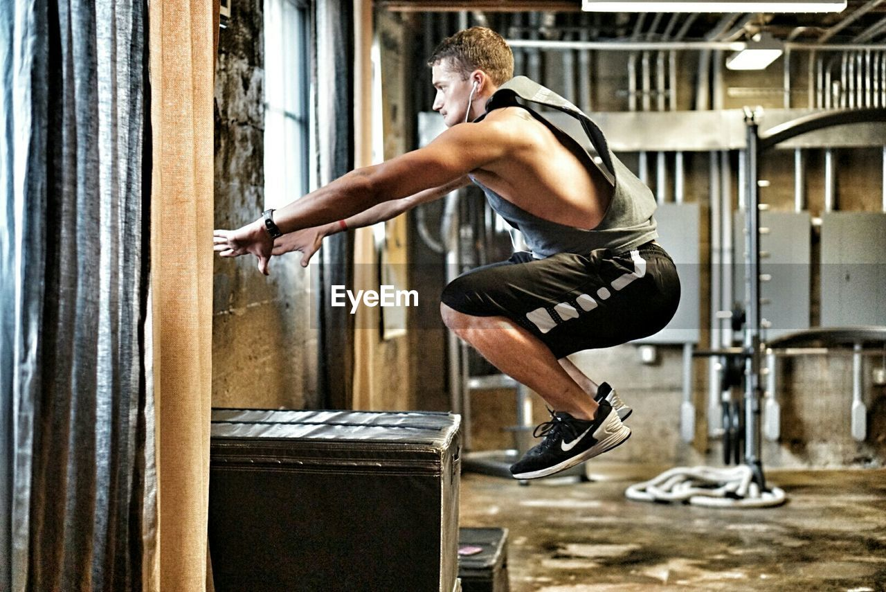 Personaltrainer Fitness Boxjumps Workout
