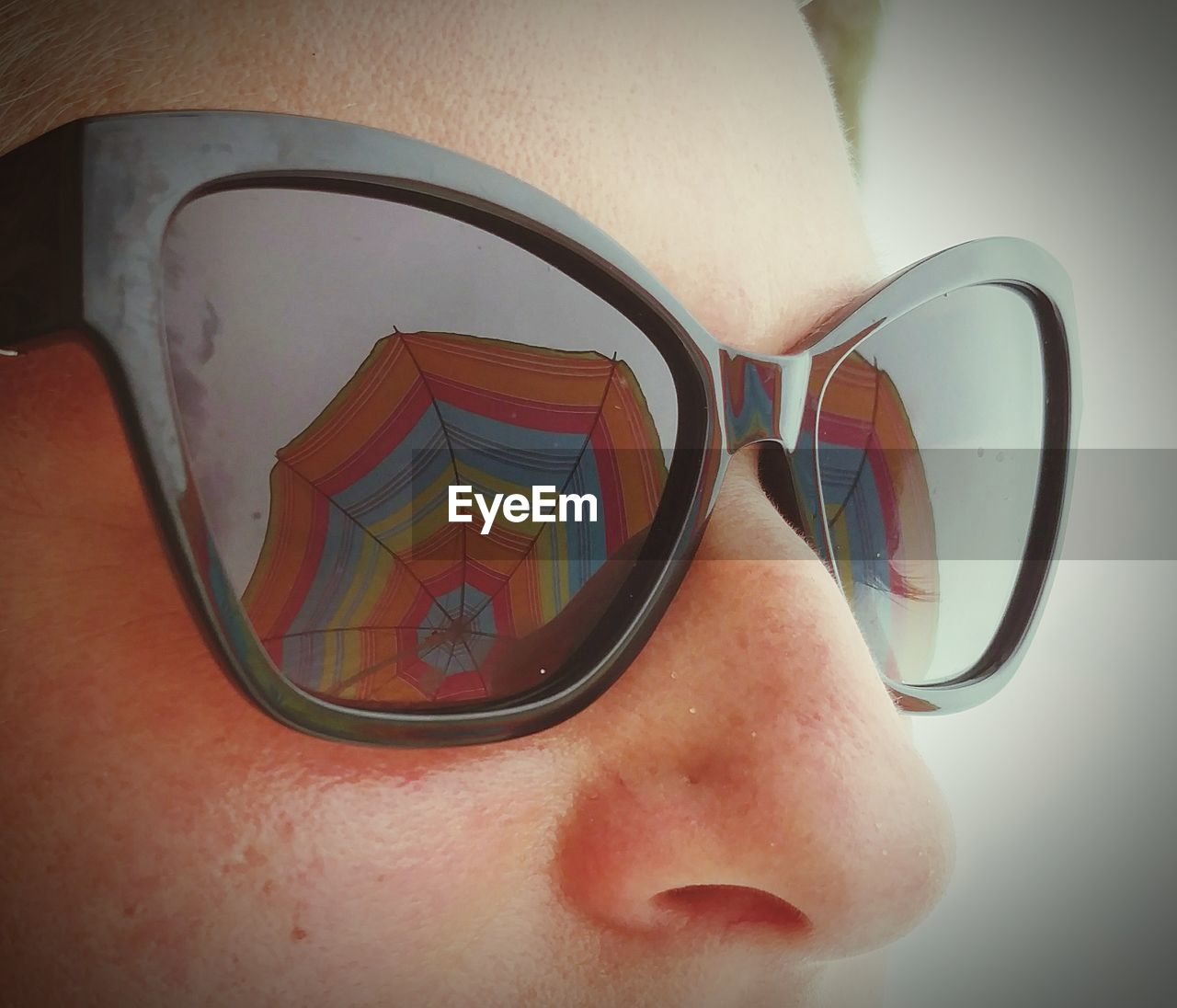 glasses, sunglasses, one person, fashion, close-up, human body part, body part, real people, reflection, lifestyles, human face, personal accessory, security, transparent, leisure activity, glass - material, eyeglasses, focus on foreground, men, eyewear