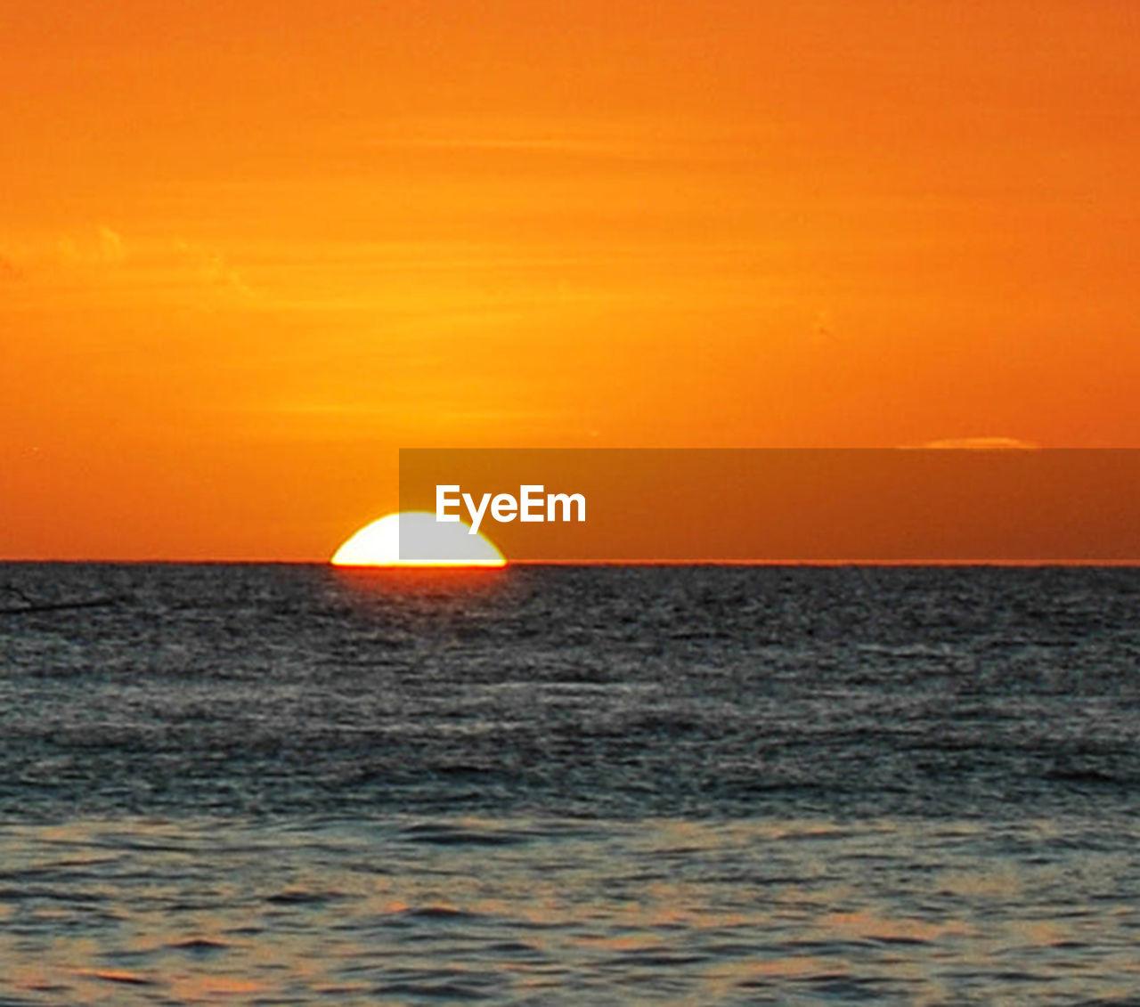 sea, sunset, water, sky, sun, orange color, horizon, horizon over water, scenics - nature, beauty in nature, nature, tranquility, no people, outdoors, tranquil scene, dramatic sky, motion, idyllic, urban skyline, romantic sky