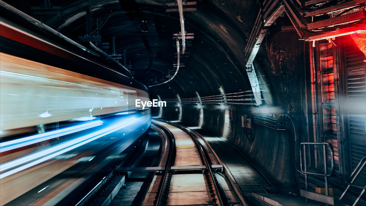 View of a train passing through the tunnel, in long exposure
