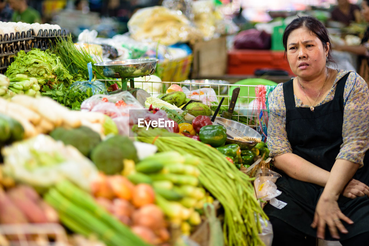 market, market stall, retail, food and drink, vegetable, freshness, real people, choice, for sale, food, one person, outdoors, variation, customer, large group of objects, healthy eating, day, business, people