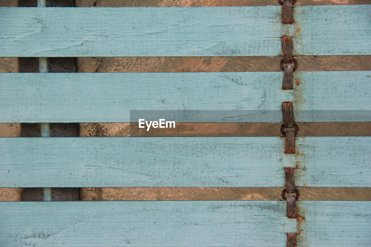 wood - material, backgrounds, full frame, no people, outdoors, day, pattern, built structure, close-up, architecture, hinge