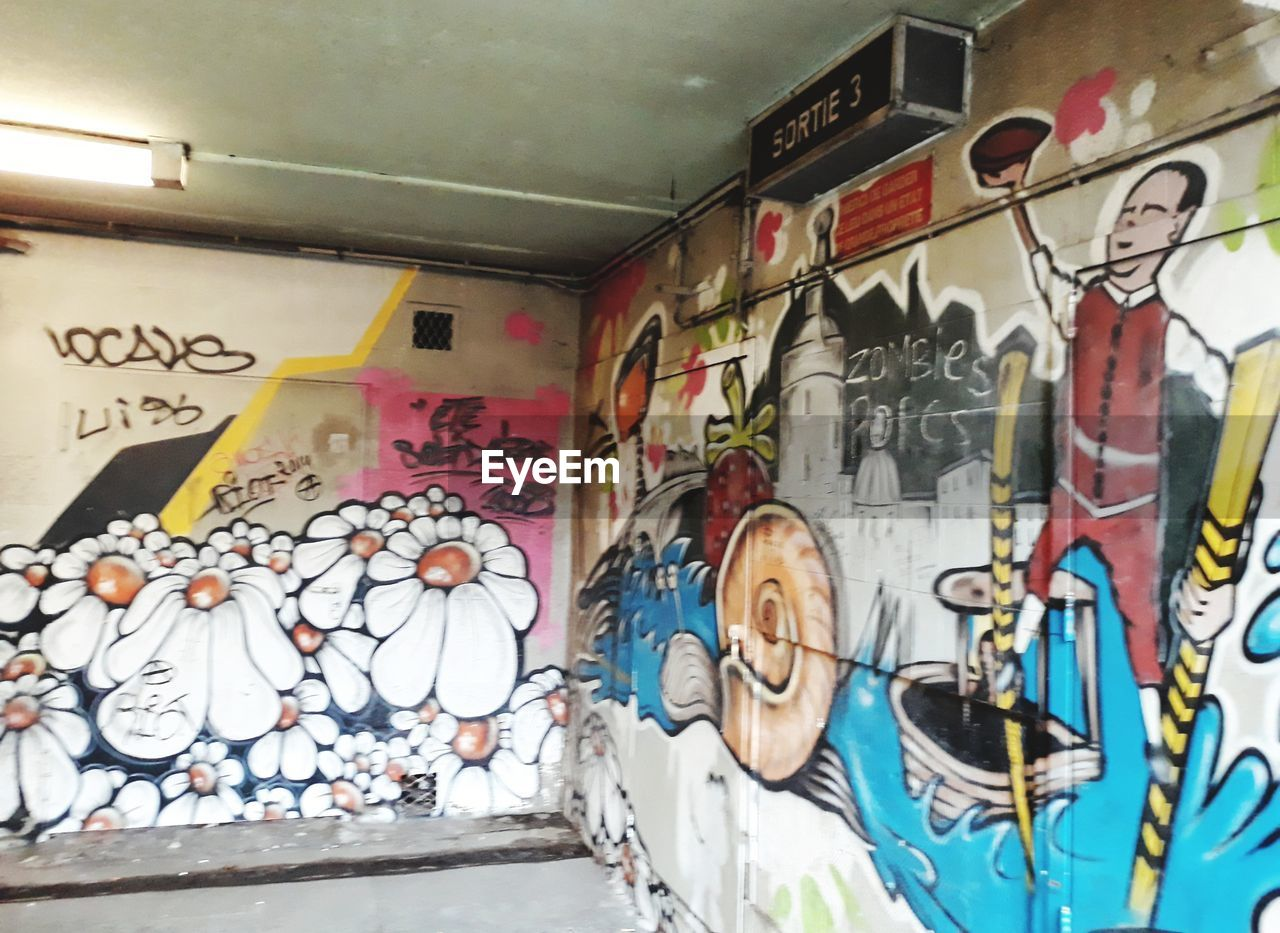 graffiti, art and craft, creativity, built structure, multi colored, indoors, architecture, no people, day, close-up