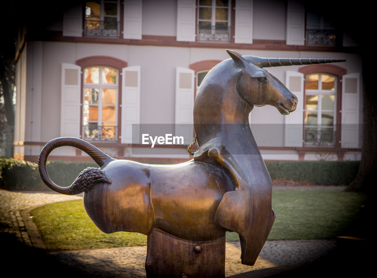 animal representation, horse, built structure, architecture, statue, day, no people, building exterior, outdoors, sculpture, animal themes, close-up, carousel