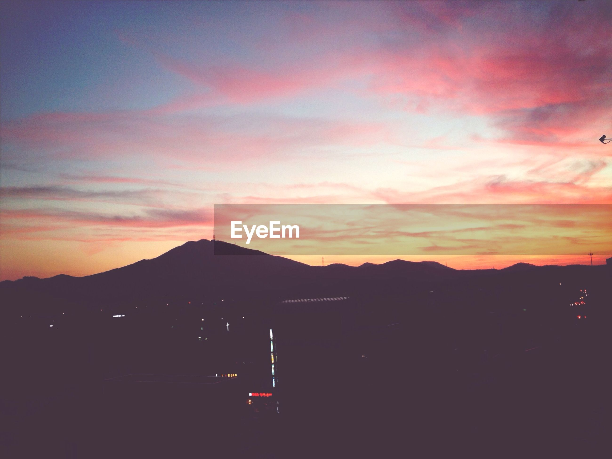 sunset, mountain, silhouette, sky, mountain range, scenics, cloud - sky, beauty in nature, orange color, tranquil scene, tranquility, nature, dusk, cloud, landscape, dramatic sky, idyllic, cloudy, dark, outdoors