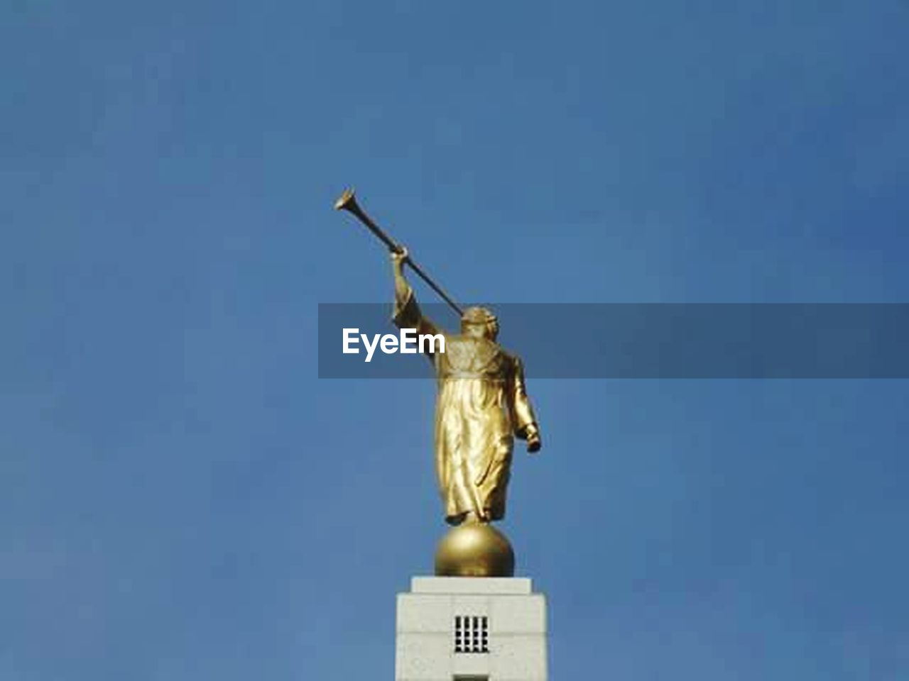 statue, gold, gold colored, sculpture, no people, outdoors, day